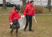 ホテル周辺の公園清掃活動