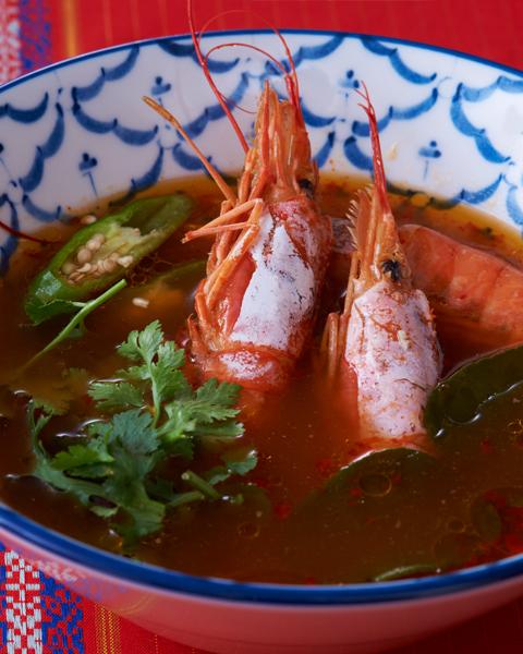 トムヤムクン(海老入り酸味辛いスープ)